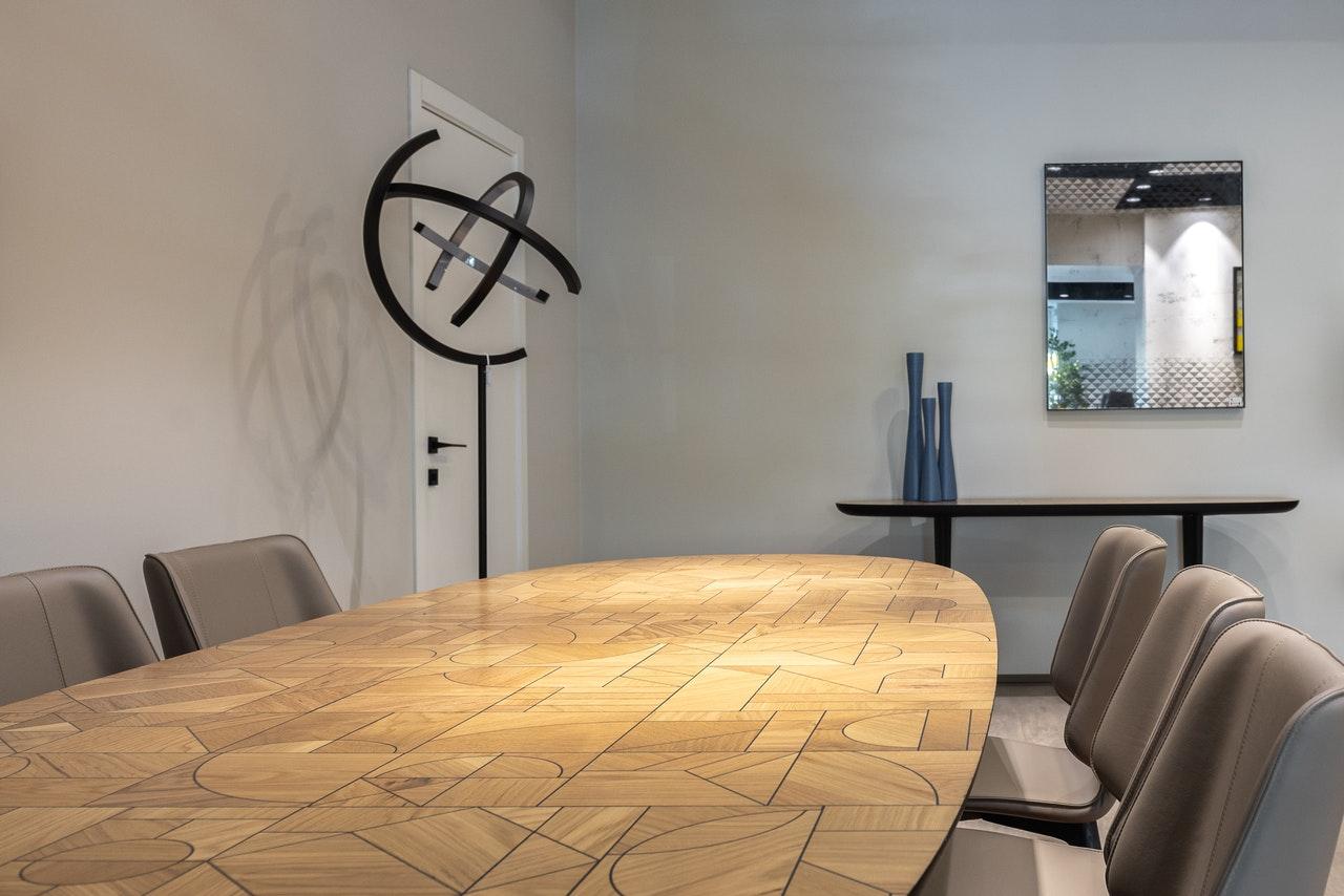 Hvordan fjerner man røglugt fra møbler? 5 trin